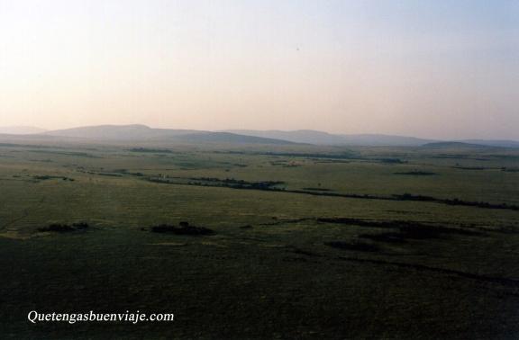 Amanecer en el globo sobrevolando Masai Mara, Kenia